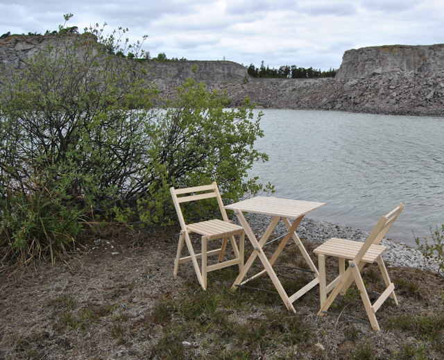 Bungenäs chairs and table on site.